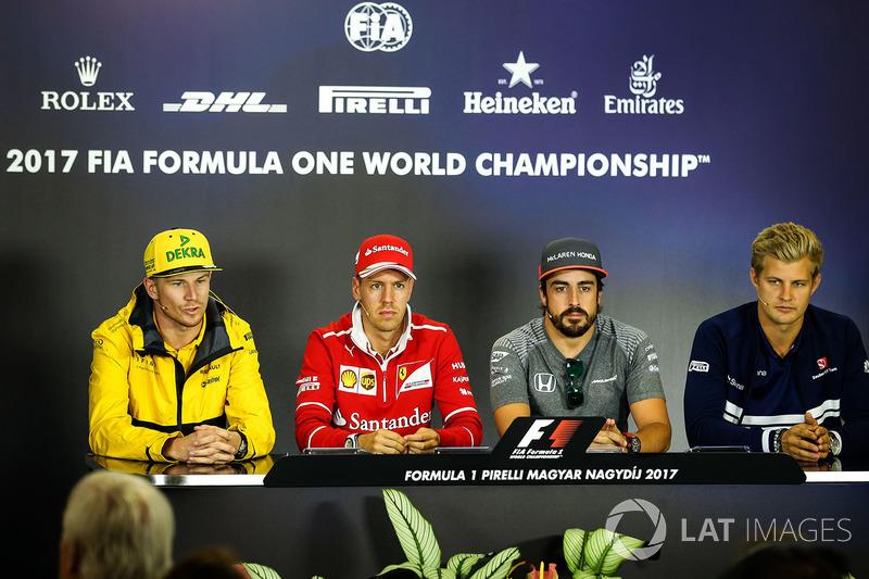 Nico Hulkenberg, Renault Sport F1 Team RS17, Sebastian Vettel, Ferrari, Fernando Alonso, McLaren y Marcus Ericsson, Sauber en la conferencia de prensa