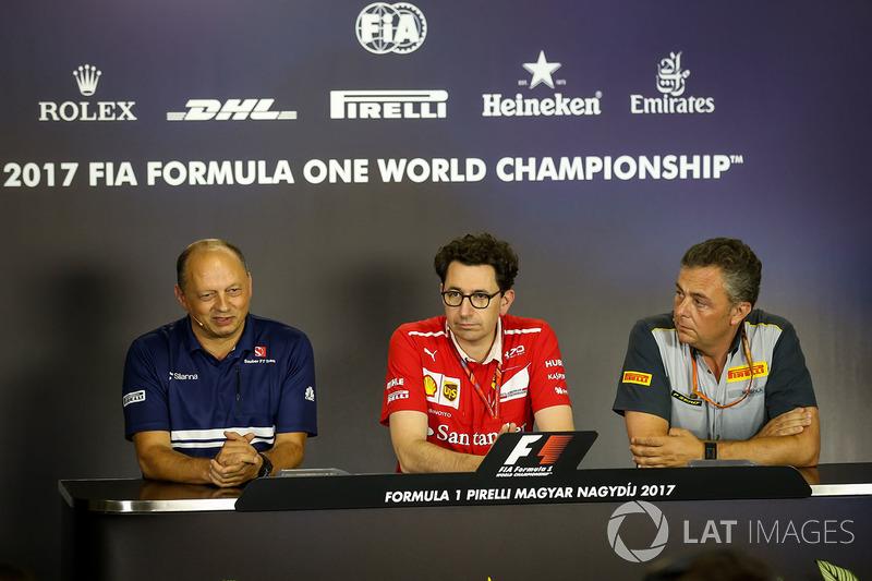 Frederic Vasseur, Sauber-Teamchef, Mattia Binotto, Ferrari-Technikchef, Mario Isola, Pirelli-Motorsportchef
