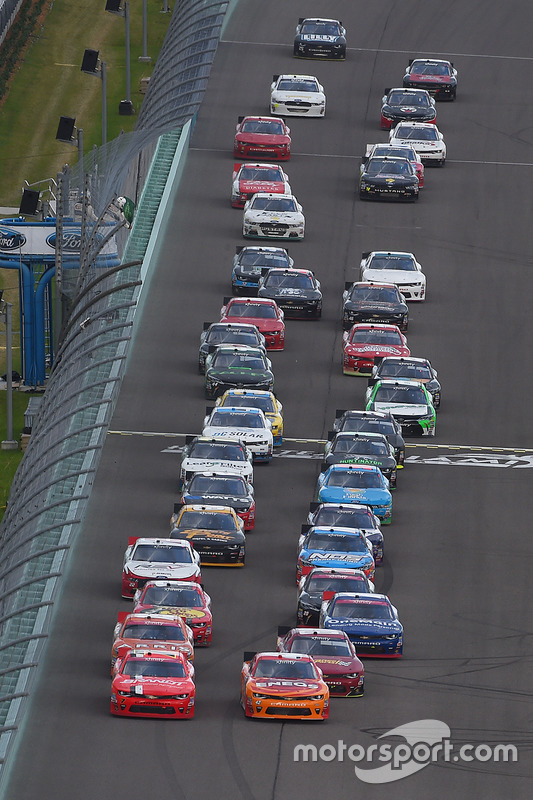 Újraindítás: Justin Allgaier, JR Motorsports Chevrolet, Kyle Larson, Chip Ganassi Racing Chevrolet