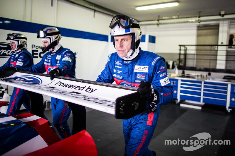 Mechanic of the #67 Ford Chip Ganassi Racing Team UK Ford GT