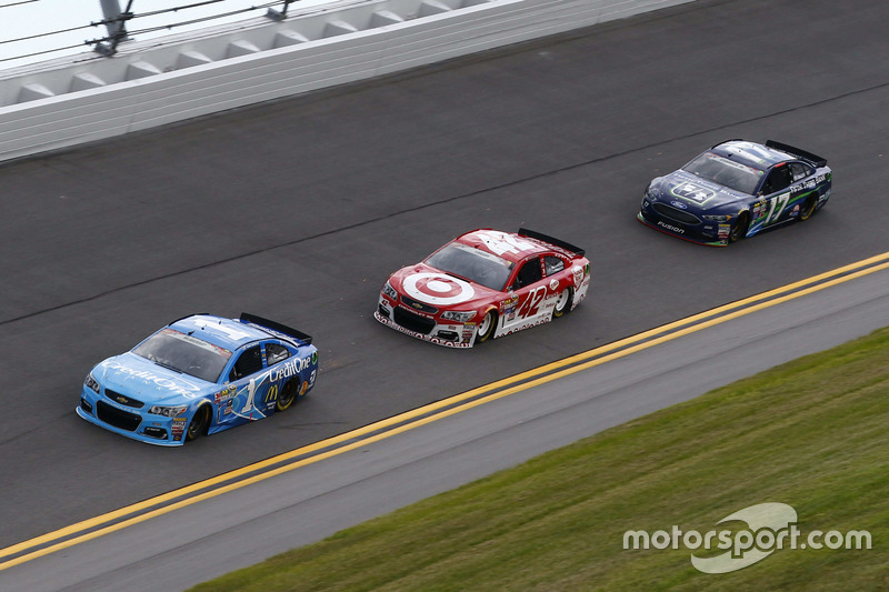 Jamie McMurray, Chip Ganassi Racing Chevrolet, Kyle Larson, Chip Ganassi Racing Chevrolet, Ricky Stenhouse Jr., Roush Fenway Racing Ford