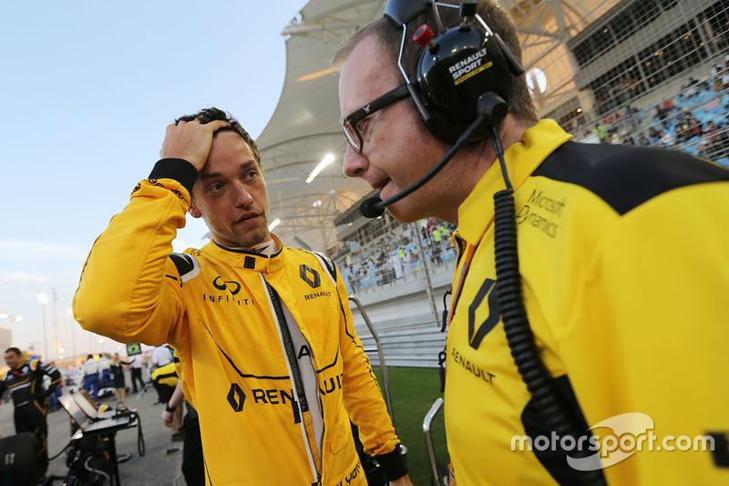 Jolyon Palmer, Renault Sport F1 Team on the grid with Mark Slade, Renault Sport F1 Team Race Engineer