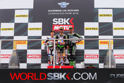 Podio: el ganador de Kenan Sofuoglu, Kawasaki Racing Puccetti, segundo PJ Jacobsen, equipo de Supers