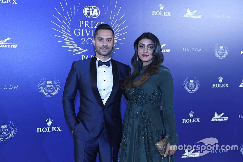 Gaurav Gill con su mujer