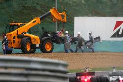 La monoposto di Christian Klien, Red Bull Racing RB2, dopo il ritiro dalla gara