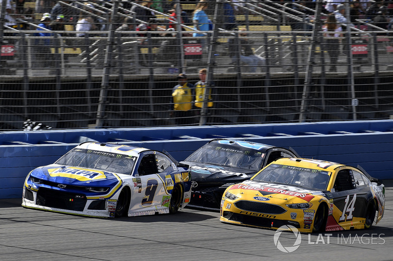 Chase Elliott, Hendrick Motorsports, Chevrolet Camaro NAPA Auto Parts and Clint Bowyer, Stewart-Haas Racing, Ford Fusion Rush Truck Centers