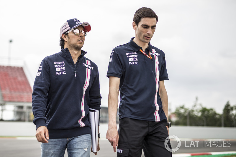 Sergio Pérez, Force India camina por la pista
