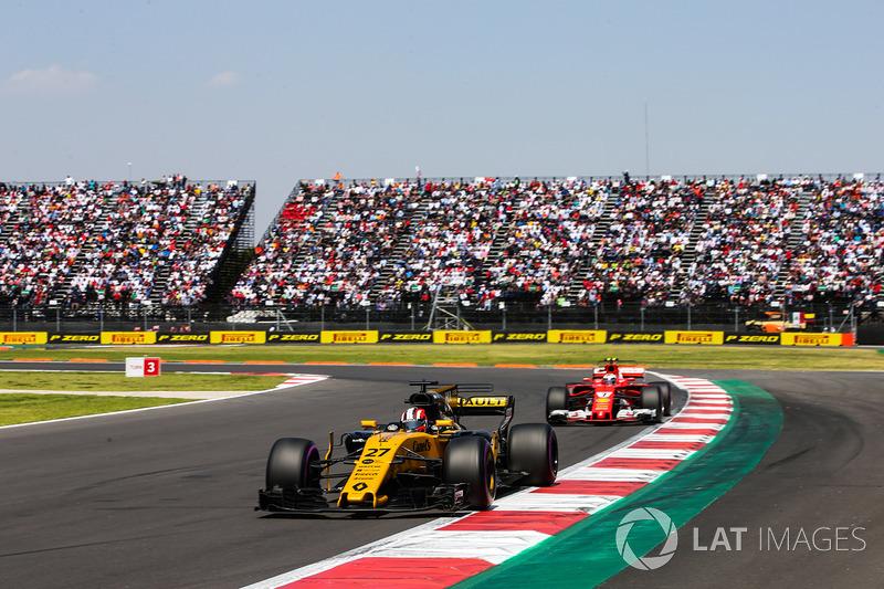 Nico Hulkenberg, Renault Sport F1 Team RS17, Kimi Raikkonen, Ferrari SF70H
