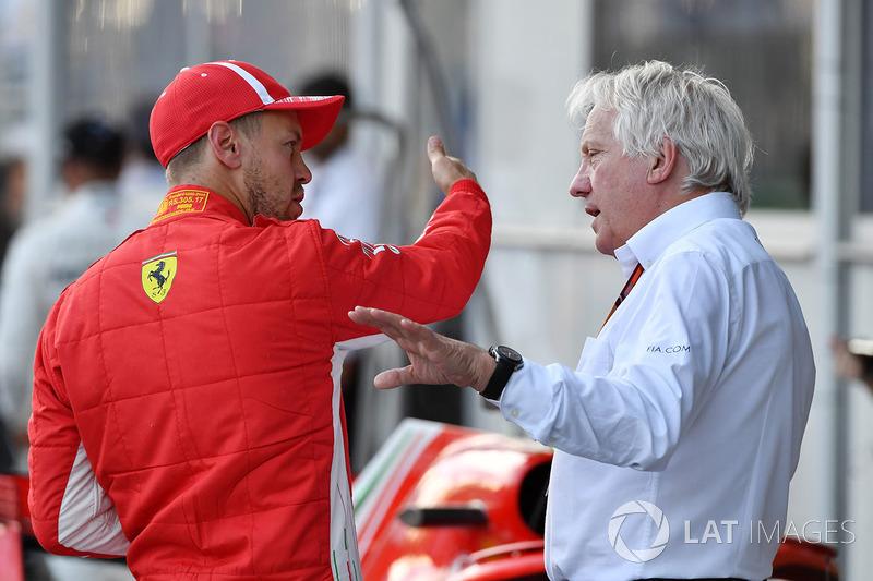 Sebastian Vettel, Ferrari ve Charlie Whiting, FIA Delegate