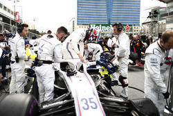 Sergey Sirotkin, Williams Racing, arrives on the grid