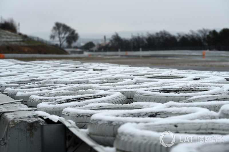Snow covered tyre wall