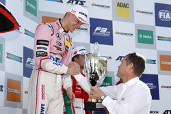 Podyum: Yarış galibi Maximilian Günther, Prema Powerteam Dallara F317 - Mercedes-Benz