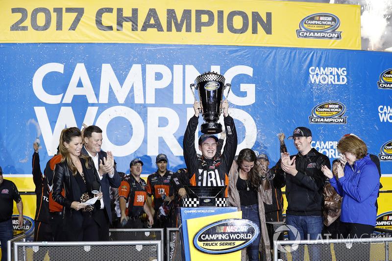 Na NASCAR, Christopher Bell levantou o título de campeão na sexta-feira, após terminar a prova de Homestead-Miami em 2º.