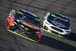 Martin Truex Jr., Furniture Row Racing Toyota, Kevin Harvick, Stewart-Haas Racing Ford