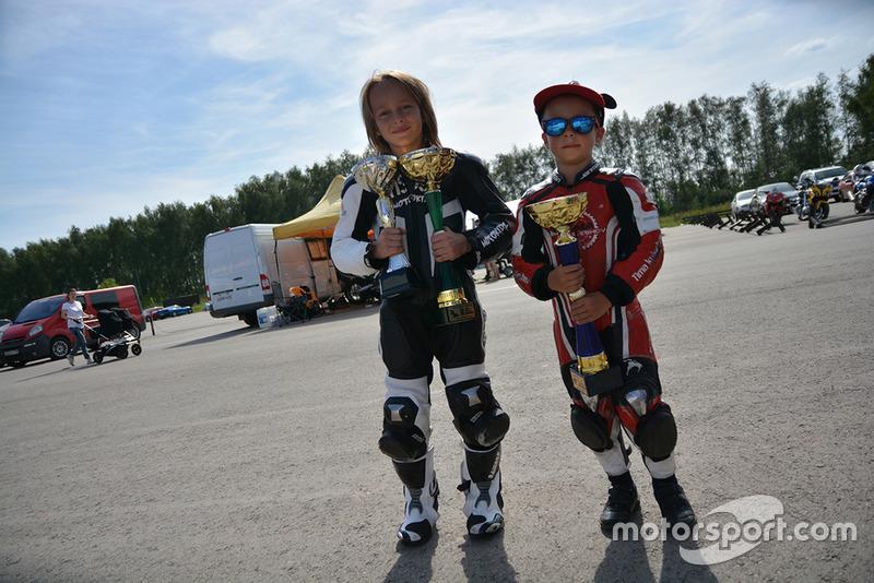 Переможець Тимур Кулєшов (справа)