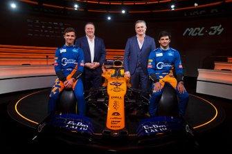 Lando Norris, McLaren, Carlos Sainz Jr., McLaren, Zak Brown, Executive Director, McLaren Racing