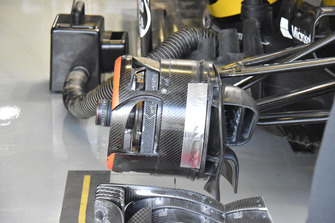 تفاصيل المكابح الأمامية لسيارة رينو آر.اس18