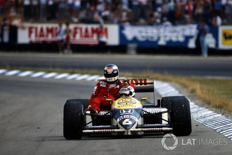 Сразу у четырех гонщиков закончилось топливо на последнем круге Гран При Германии-1986: Нельсон Пике и Айртон Сенна сумели по инерции пересечь финишную черту, а Ален Прост и Кеке Росберг закончить гонку не смогли – последнего до боксов довез Пике (у которого немного топлива все-таки осталось)