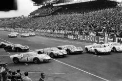 #1 Ken Miles, is getting jumped at the start by John Whitmore's Ford #8, Mike Parkes' Ferrari #20, Jo Bonnier's Chaparral-Chevrolet #9 and Bondurant's Ferrari #8