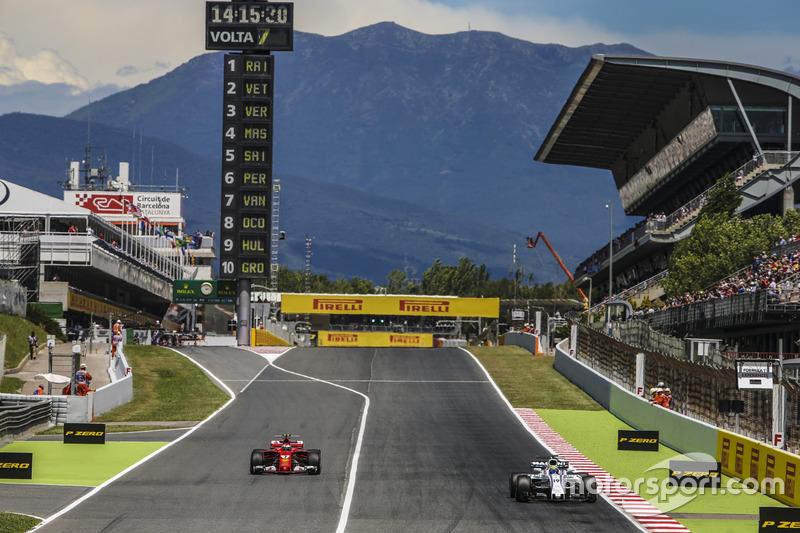 Felipe Massa, Williams FW40, as Kimi Raikkonen, Ferrari SF70H