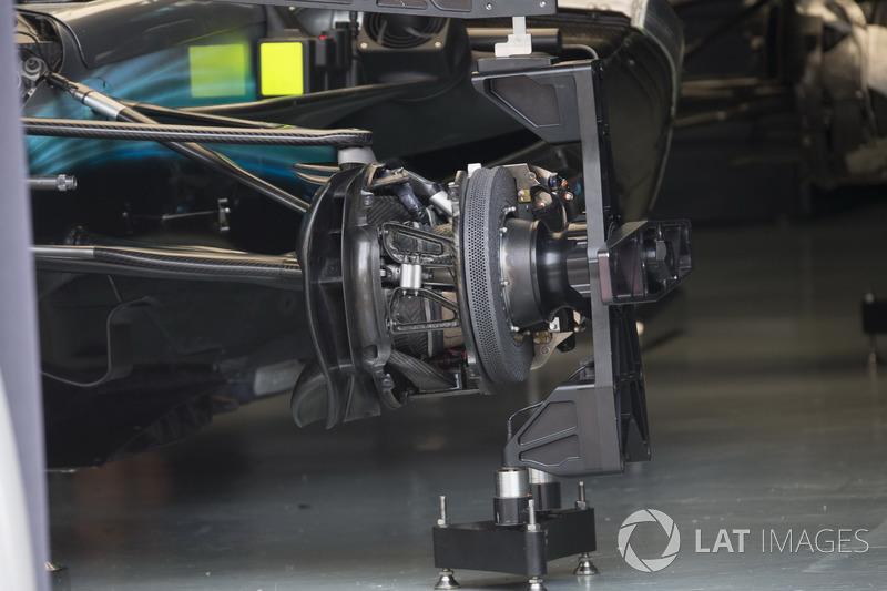 Frein avant et installation de la Mercedes-Benz F1 W08
