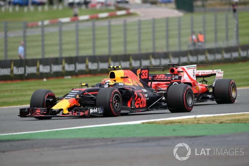 Max Verstappen, Red Bull Racing RB13 e Sebastian Vettel, Ferrari SF70H