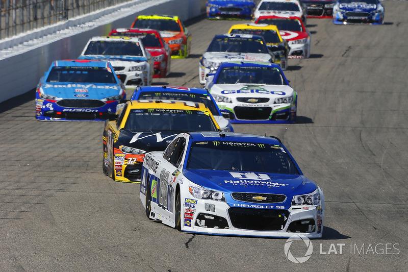 Dale Earnhardt Jr., Hendrick Motorsports Chevrolet, Matt DiBenedetto, Go Fas Racing Ford