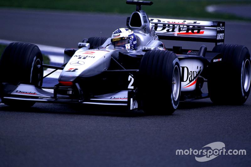 Ganador del Gran Premio de Gran Bretaña de F1 2000: David Coulthard (McLaren-Mercedes MP4-15)