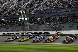 Race action, Brad Keselowski, Team Penske Ford leads