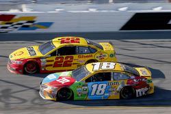 Kyle Busch, Joe Gibbs Racing Toyota Joey Logano, Team Penske Ford