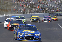 Chase Elliott, Hendrick Motorsports Chevrolet, Martin Truex Jr., Furniture Row Racing Toyota