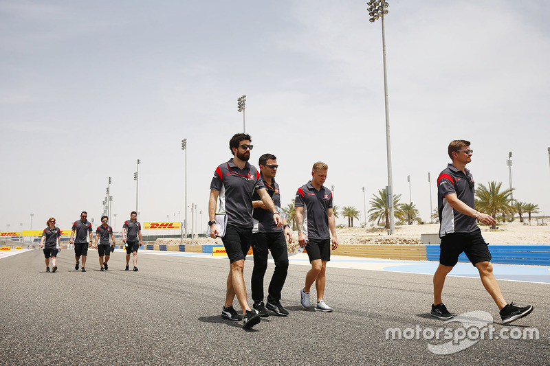Romain Grosjean, Haas F1 Team walks the track with his team