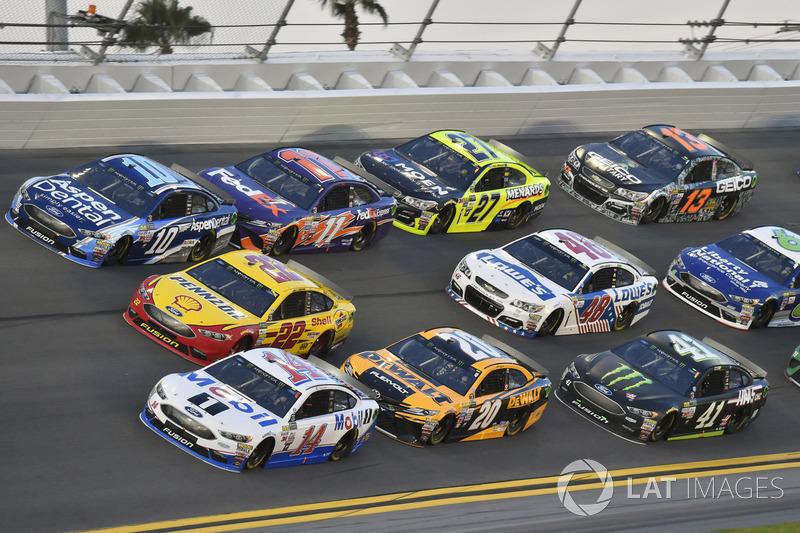 Clint Bowyer, Stewart-Haas Racing Ford, Joey Logano, Team Penske Ford, Danica Patrick, Stewart-Haas Racing Ford