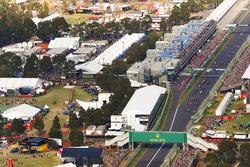 Lewis Hamilton, Mercedes AMG F1, W08; Sebastian Vettel, Ferrari, SF70H
