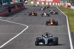 Lewis Hamilton, Mercedes AMG F1 W08, Max Verstappen, Red Bull Racing RB13, Esteban Ocon, Sahara Force India F1 VJM10, Daniel Ricciardo, Red Bull Racing RB13, the rest of the field
