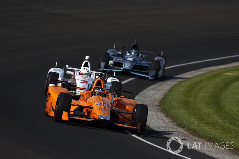Indy 500: Алонсо удивляет в тренировках