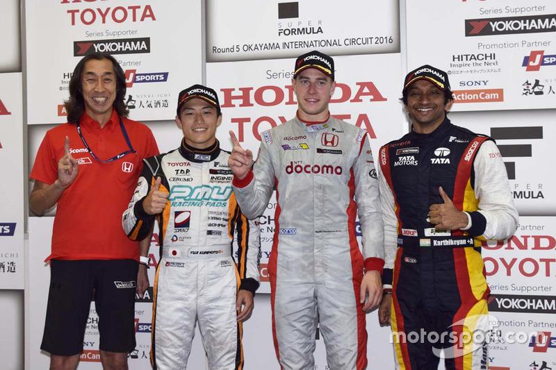 Race winner Stoffel Vandoorne, Dandelion Racing, second place Yuji Kunimoto, Cerumo Inging, third place Narain Karthikeyan, Team LeMans