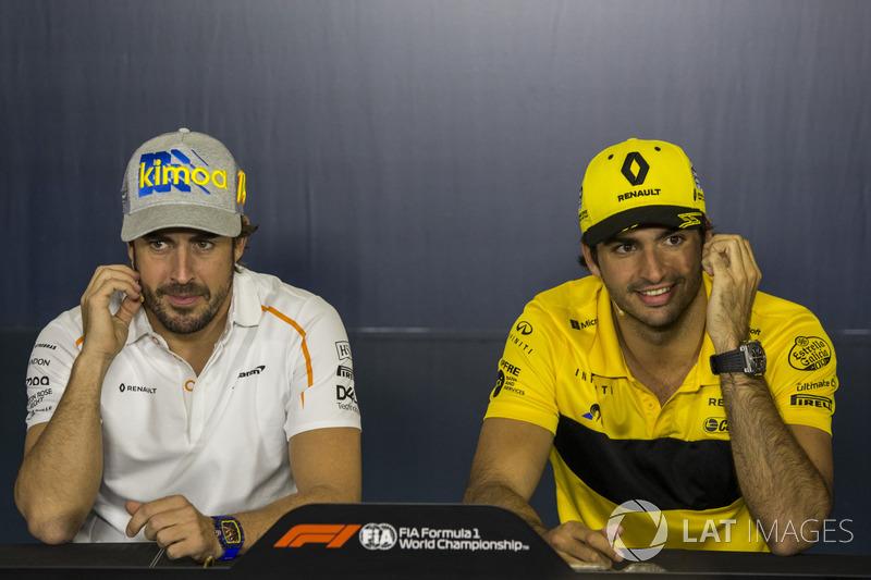Fernando Alonso, McLaren y Carlos Sainz Jr., Renault Sport F1 Team en la conferencia de prensa