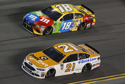 Paul Menard, Wood Brothers Racing Ford Fusion Kyle Busch, Joe Gibbs Racing Toyota