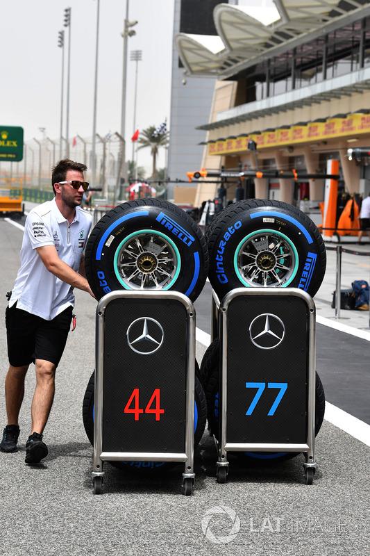 Mercedes AMG F1 mechanic with Pirelli tyres