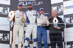 Il vincitore di Gara 1, Simone Di Luca, Faro Racing, sul podio