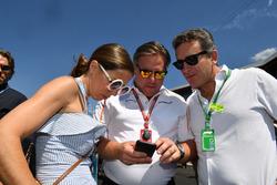 Zak Brown, McLaren Racing CEO and Alejandro Agag (ESP), CEO Formula E on the grid