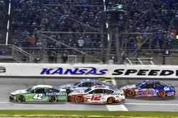 Kyle Larson, Chip Ganassi Racing, Chevrolet Camaro Clover, Ryan Blaney, Team Penske, Ford Fusion REV Group