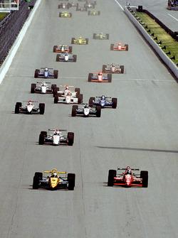 Start zum Indy 500 1993: Raul Boesel, Dick Simon Racing Lola, führt