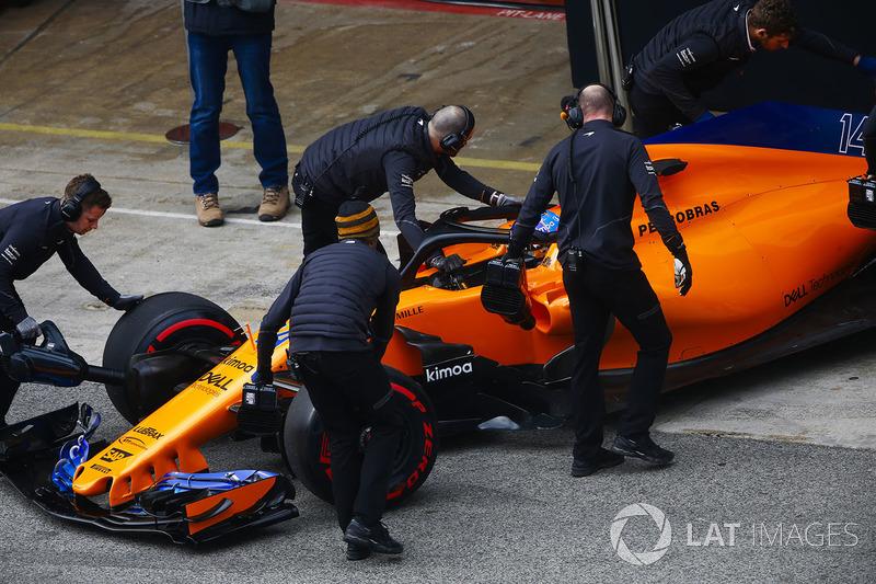 Fernando Alonso, McLaren MCL33, garaja dönüyor