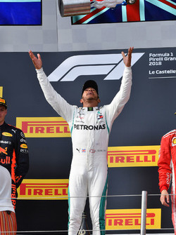 Race winner Lewis Hamilton, Mercedes-AMG F1 celebrates on the podium with the trophy