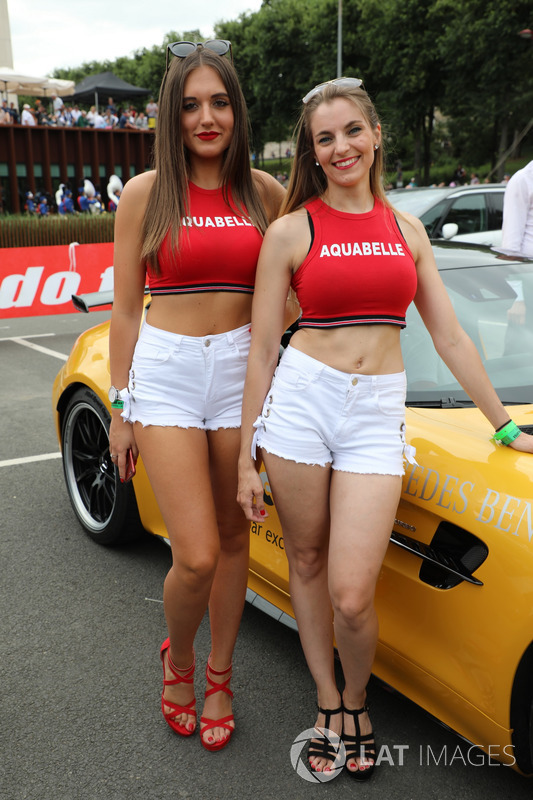 Grid girl durante la drivers parade