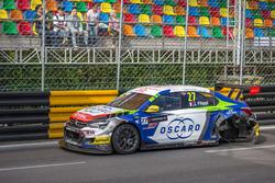 John Filippi, Sébastien Loeb Racing, Citroën C-Elysée WTCC  aftre the crash