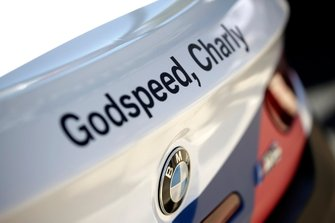 Godspeed, Charly en el coche del #42 BMW Team Schnitzer BMW M6 GT3: Augusto Farfus, Chaz Mostert, Martin Tomczyk