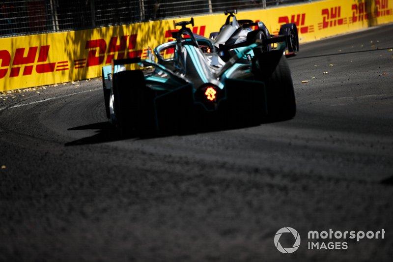 Mitch Evans, Jaguar Racing, Jaguar I-Type 3, segue Robin Frijns, Envision Virgin Racing, Audi e-tron FE05
